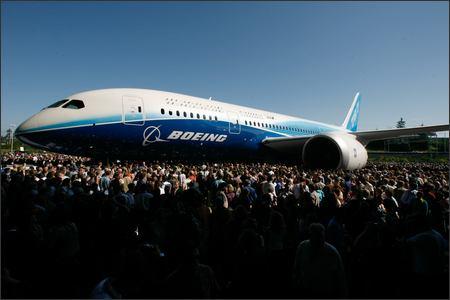 Boeing 787 Revealed (Grant M. Haller /P-I)