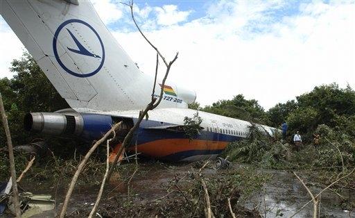 Italian military plane crashes