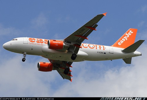 easyJet Airbus A319 (G-EZBU) c by Martin Stephen on airliners.net