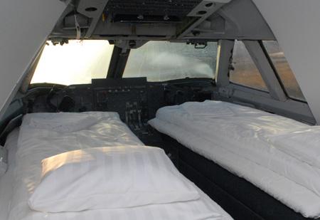 jumbo_hostel_cockpit