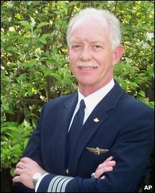 Chesley Sullenberger (c) AP