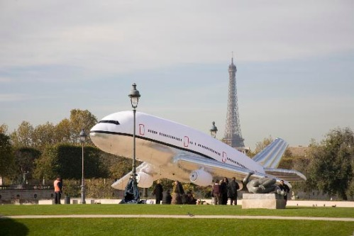 Plane Landing Art Project in Paris - c by aleksandramir.info
