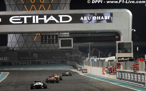 Etihad Airways trackside advertisement at Yas Marina circuit at 2009 Formula-1 Abu Dhabi Grand Prix